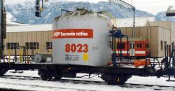 RhB Uce 8023 Zementsilowagen mit Verrohrung