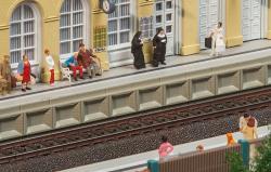 Moderner Bahnsteig für C-Gle