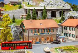 Wohnhaus mit Dorfladen