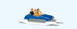Familie im Tretboot (1)